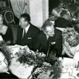 JEAN COCTEAU (1889/1963) – Artiste aux multiples talents Photo J.M. MARCEL (tampon au dos) – 20,3 x 17,9 cm «cocktail chez Pathé Marconi» – Pierre Bourgeois (le directeur) et Jean […]
