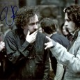 Tim BURTON Réalisateur, Producteur, Scénariste Beetlejuice, Batman le défi, Edward aux mains d'argent, Sleepy Hollow…. Photo couleur 24 x 30, (avec Johnny Deep) avec signature autographe de Tim Burton 75€