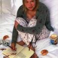 RENEE ZELLWEGER [Le Journal de Bridget Jones] Photo présentée sous passe partout 24 x 30 cm avec signature autographe 60€