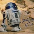 KENNY BAKER (1934 – 2016) Acteur britannique connu pour avoir joué dans les 6 premiers épisodes de la saga STAR WARS Photo du robot R2 D2 avec signature autographe 95€